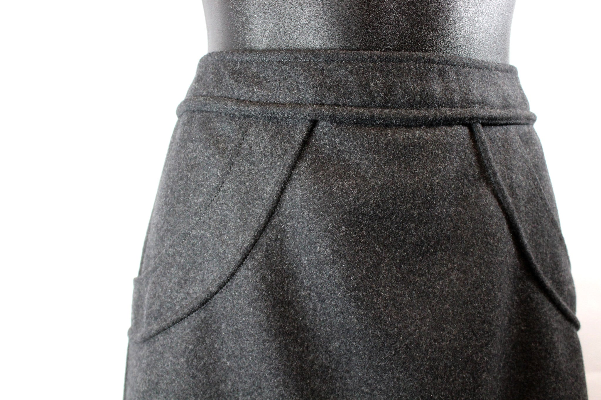 Chanel Wool Short Skirt w/ Tonal Piping (Size 46) - Encore Consignment - 2
