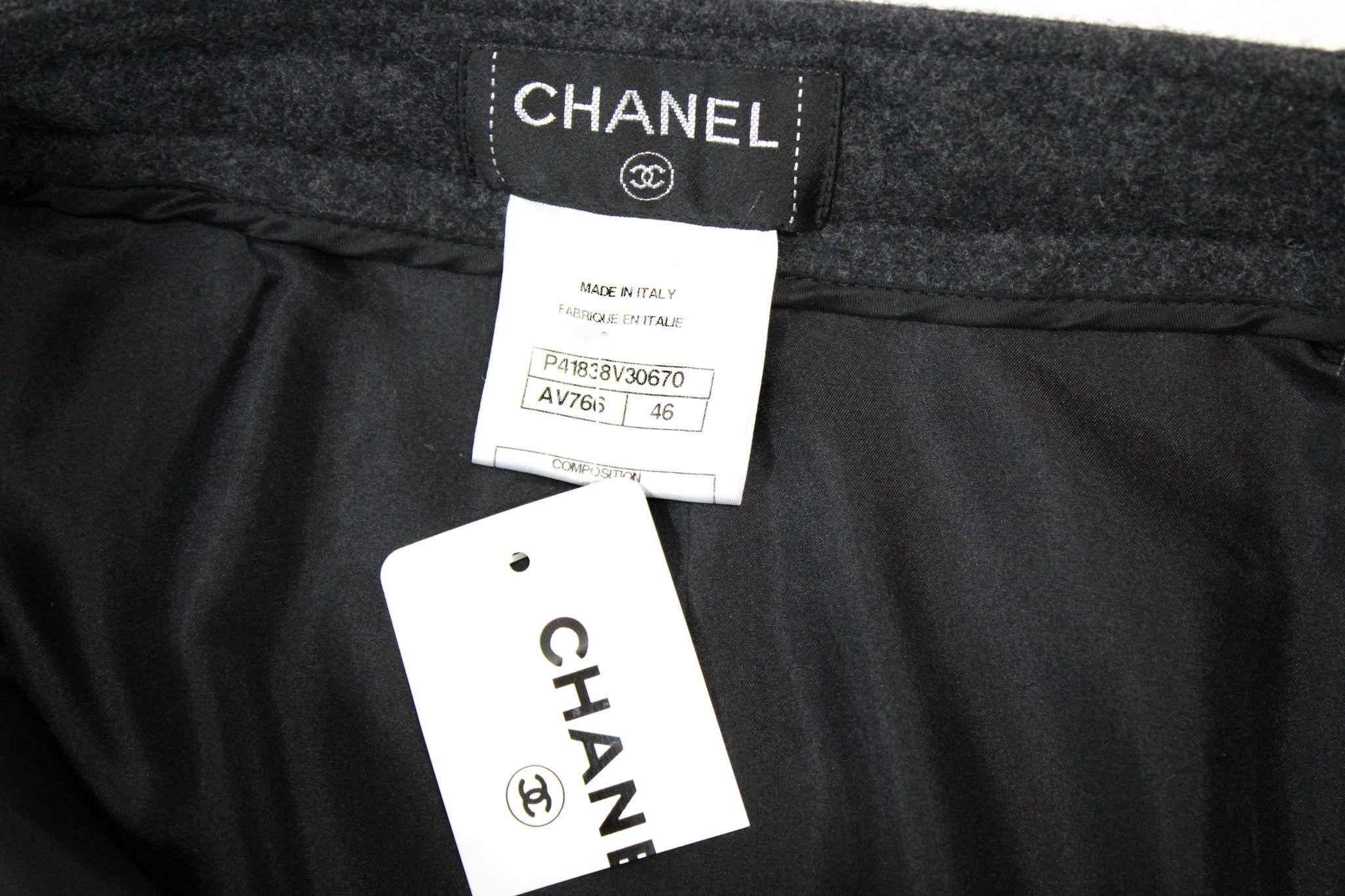 Chanel Wool Short Skirt w/ Tonal Piping (Size 46) - Encore Consignment - 8