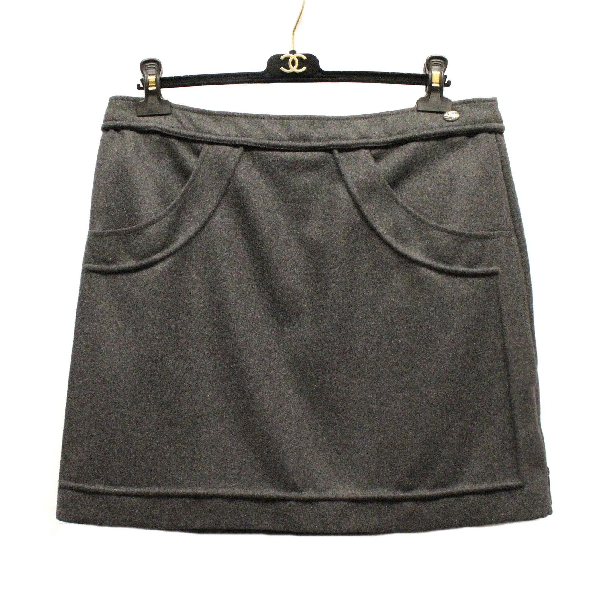 Chanel Wool Short Skirt w/ Tonal Piping (Size 46) - Encore Consignment - 1