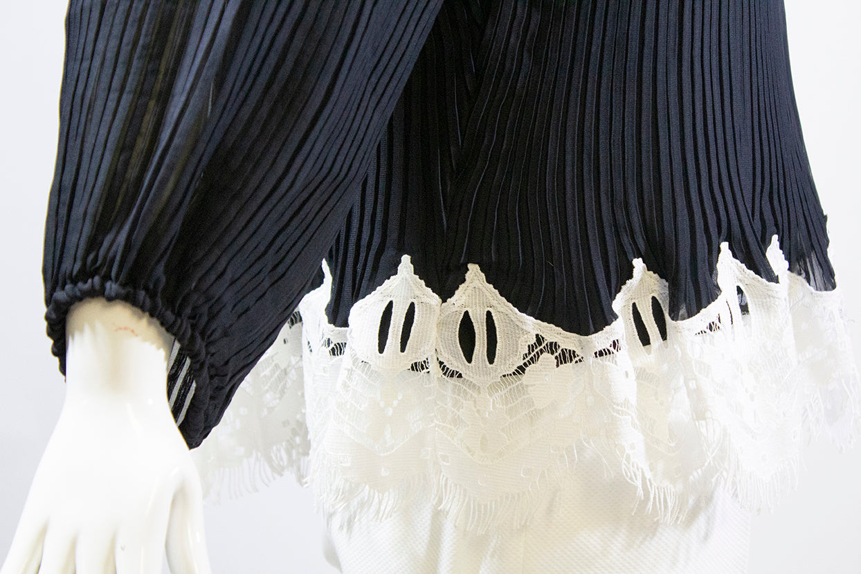 'Sold' CHLOE 2016 Black Off the Shoulder White Lace Pleated Long Sleeve Blouse Top FR38