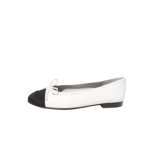 CHANEL White Leather Black Grosgrain CC Bow Cap Toe Ballet Flats Ballerinas 38