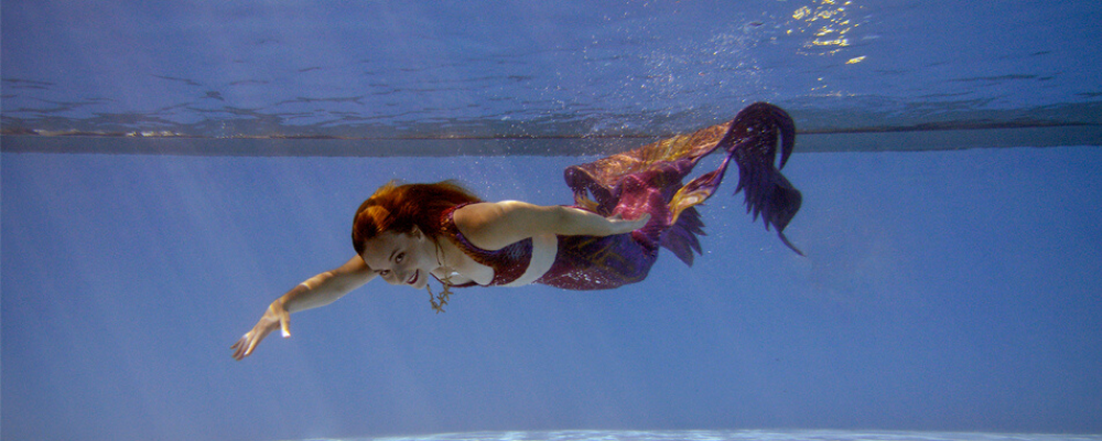 underwater photo mermaid silicone tail red mermaid marielle Montreal mermaid