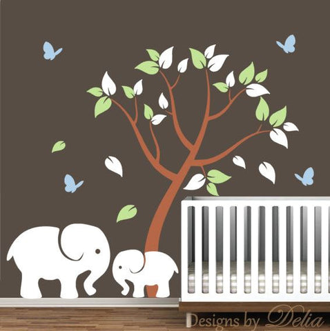 Children's Room Wall Wall Decal with Jungle Animals and Colorful Tree