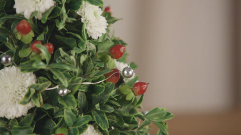 It'sByU DIY Tabletop Christmas Tree Centerpiece Closeup