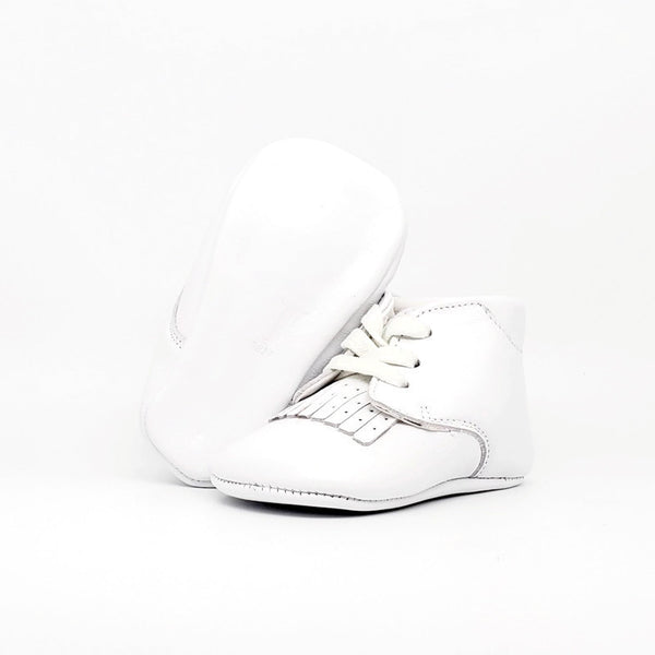 Baby Crib Shoes - White Fringe - Tippy Tot Shoes