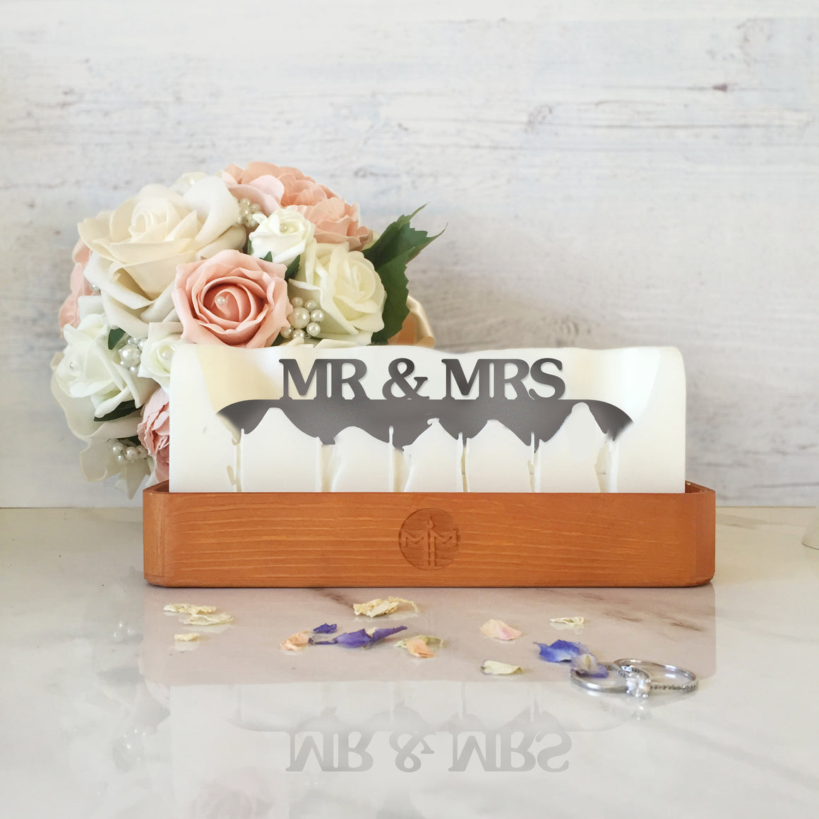 Hidden message candle 'Mr & Mrs' wooden tray