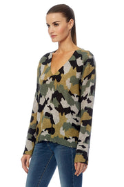 360 Cashmere - Kim Cashmere V-Neck Sweater in Light Heather Grey/Camo