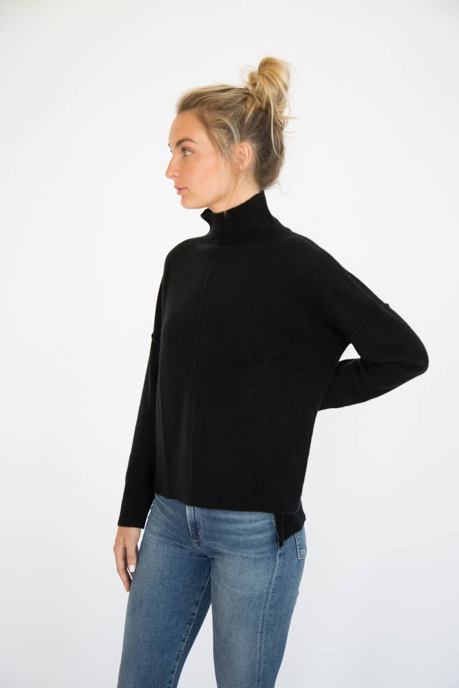 Eleis Collective -The Swing Turtleneck - Black