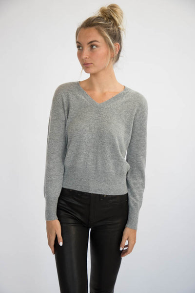 Eleis Collective -The Cropped V Neck - Heather Grey