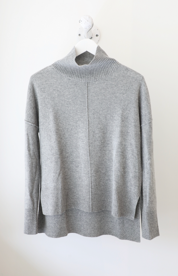 Eleis Collective - The Swing Turtleneck in Heather Grey