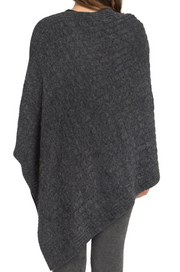 BAREFOOT DREAMS- Cozychic Lite Cable Poncho in Carbon/Black