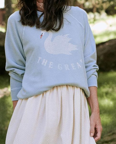 THE GREAT - The College Sweatshirt With Swan Graphic in Pale Blue