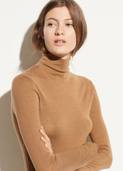 VINCE - Shrunken Turtleneck in Honeysuckle