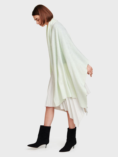 White + Warren - Cashmere Travel Wrap in Meadow Green