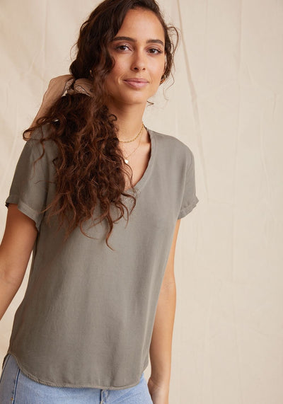 Bella Dahl - V-Neck Tee in Soft Army