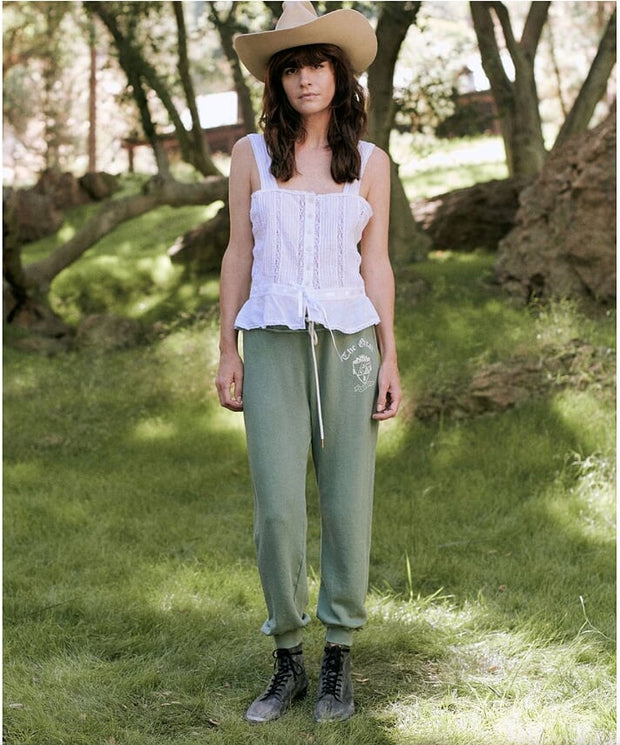The Great - The Cropped Sweatpant with Crest Graphic Basil
