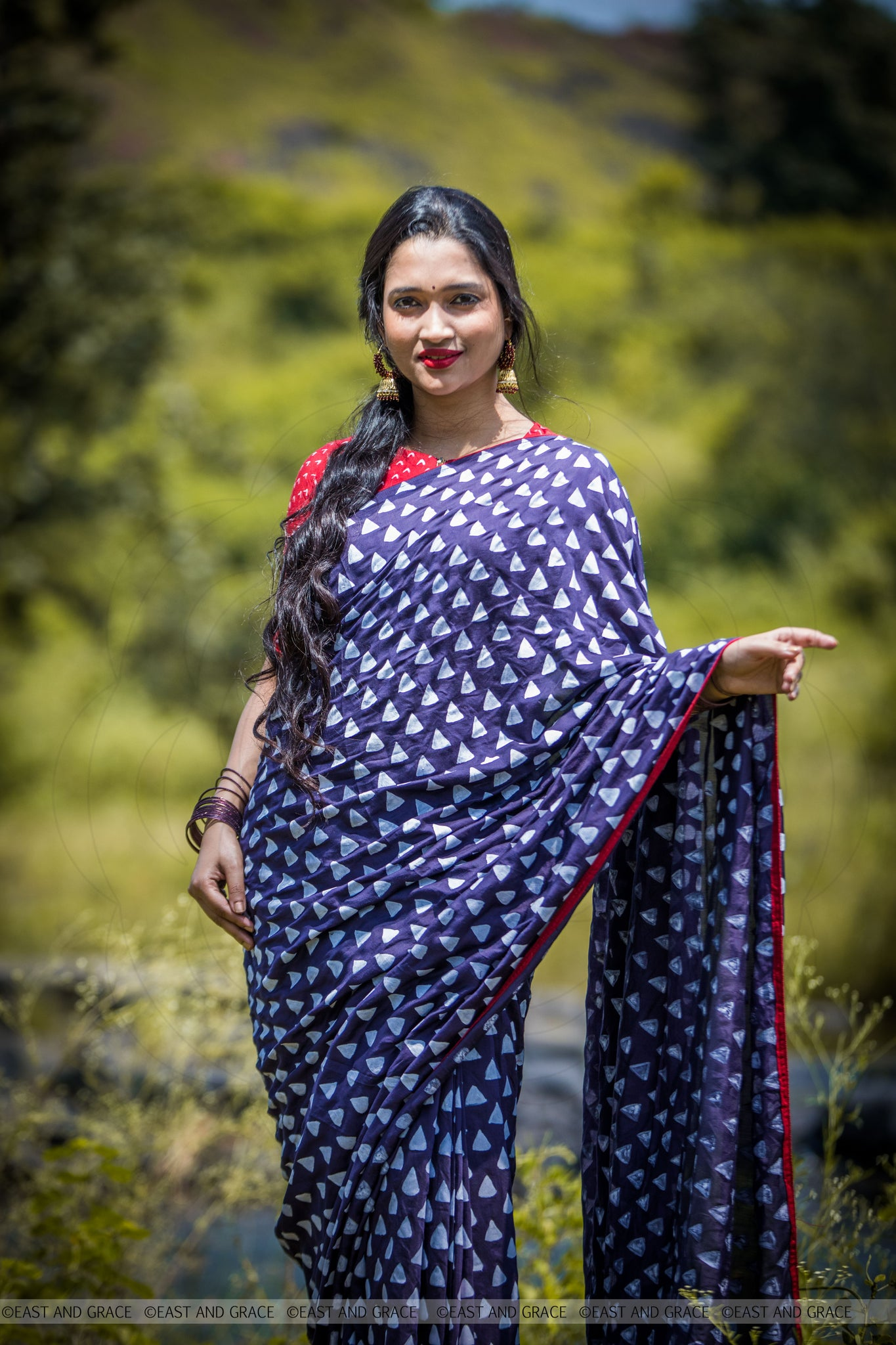 Shayantani Navy Blue Muslin-Cotton Hand-Painted Saree