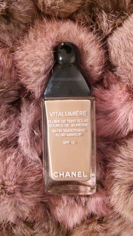 Chanel VITALUMIERE SATIN SMOOTHING FLUID MAKEUP #4 Radieux SPF 15 30ml NWB