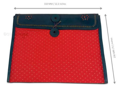 Crafts in Vogue - Conveyable Artistry - Ipad sleve - Green & Red - scale