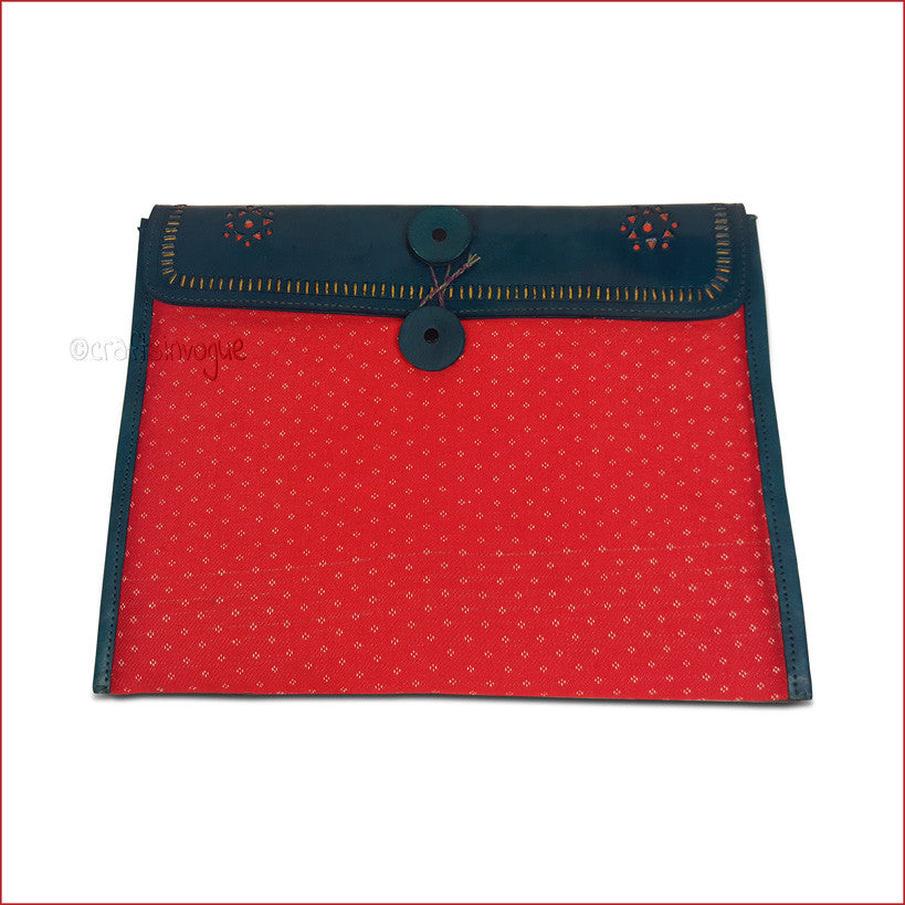 Crafts in Vogue - Conveyable Artistry - Ipad sleve - Green & Red