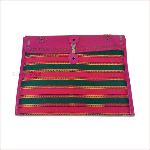 Crafts in Vogue - Conveyable Artistry - Ipad sleeve - Magenta - Broad Strips