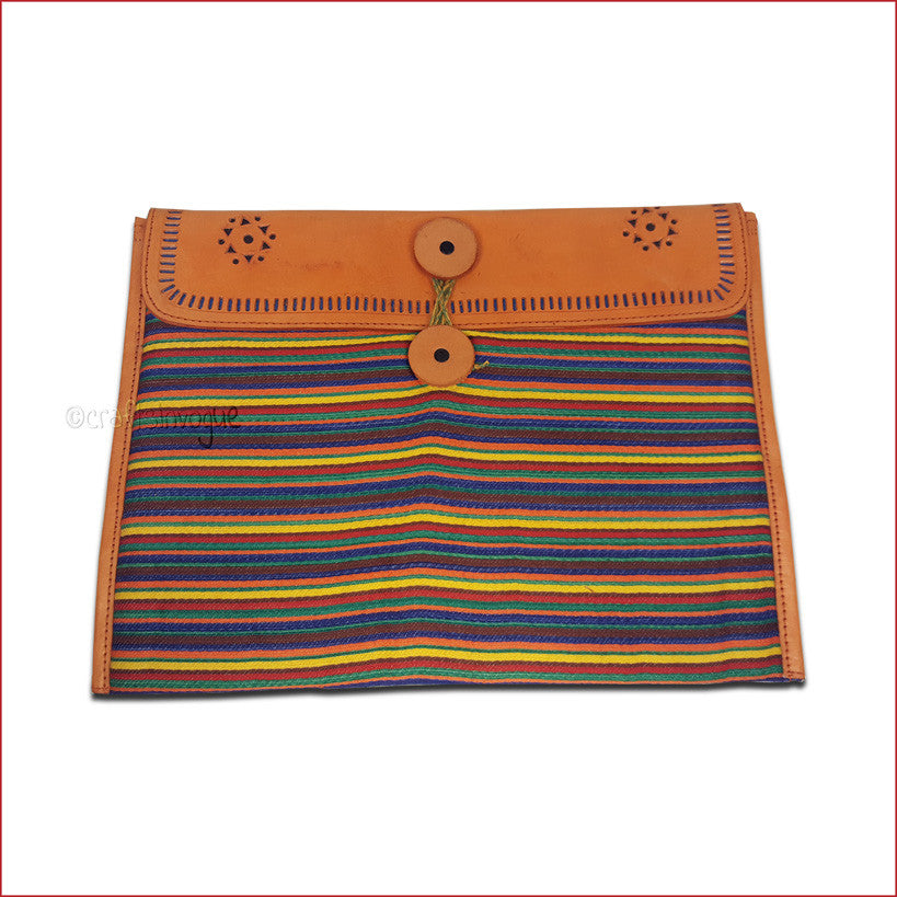 Crafts in Vogue - Conveyable Artistry - Ipad sleve - Orange - Narrow Strips