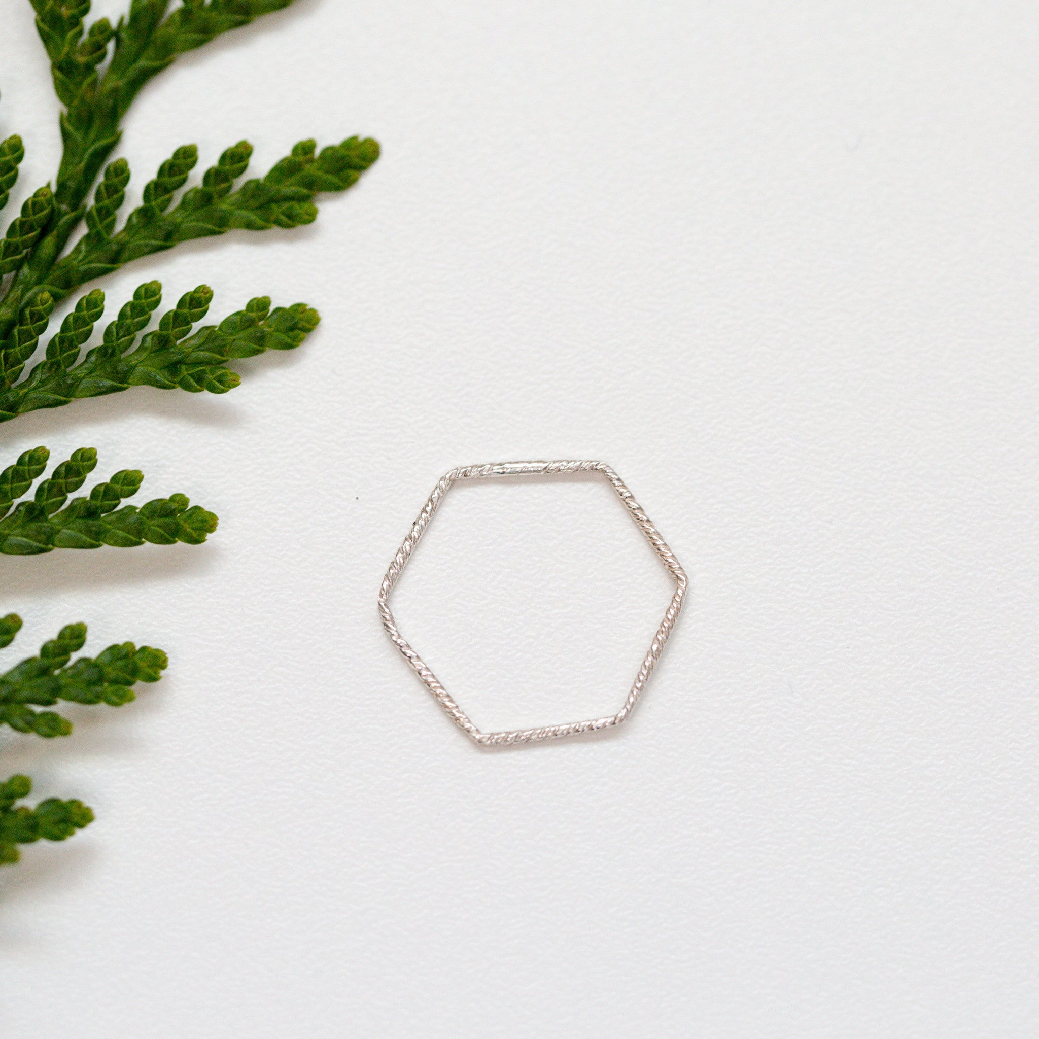 Hexagonal Twist Ring
