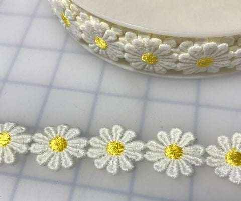 "Embroidered Lace White Daisies Applique Trim 1"" wide Made in France"