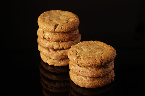MACADAMIA WHITE CHOCOLATE COOKIE 6PCS PER PACK - 45 GRAMS