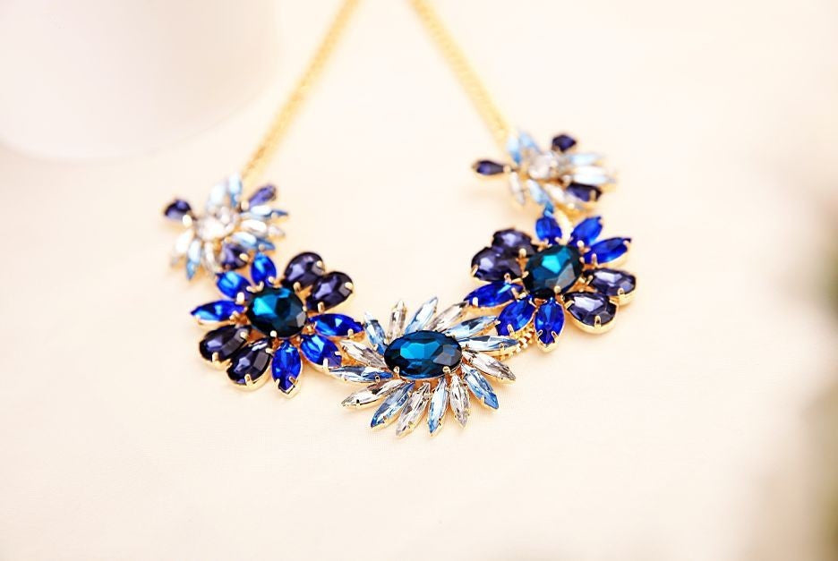 Exquisite Rhinestone Flower Necklace