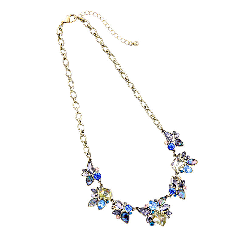 A pretty geometric necklace to wear anywhere.