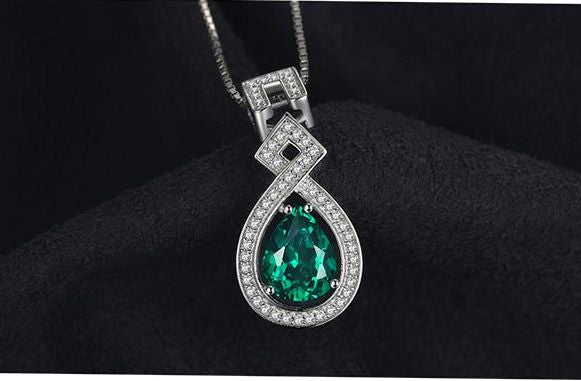 Lovely emerald-green pendant, so pretty.