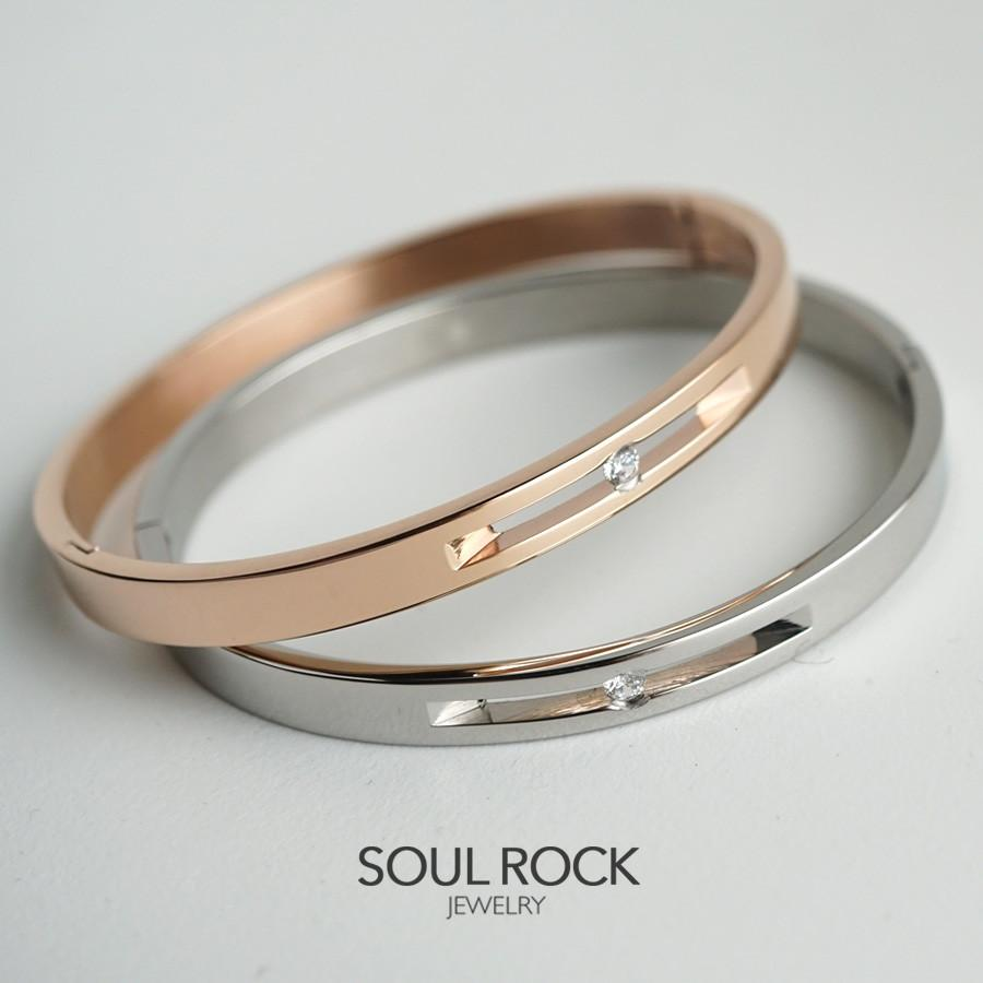 Hannah Titanium bangle