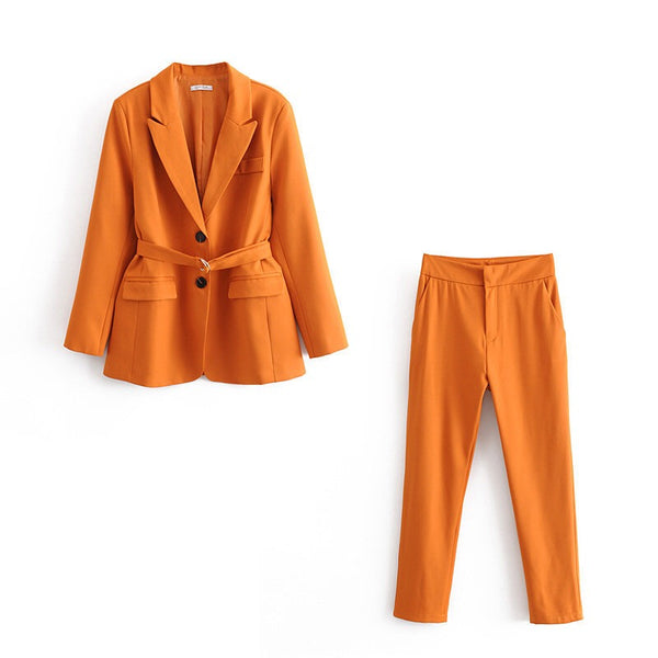 Ladyboss' suit with waist belt