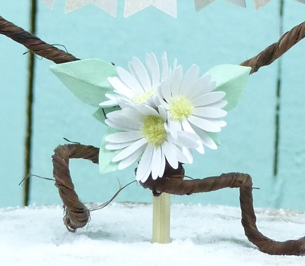 paper daisy cake decoration