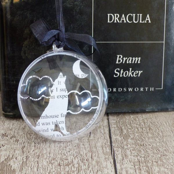 Howling wolf bauble
