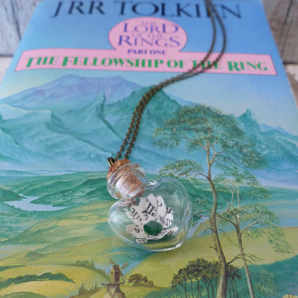 Book daisy necklace LOTR