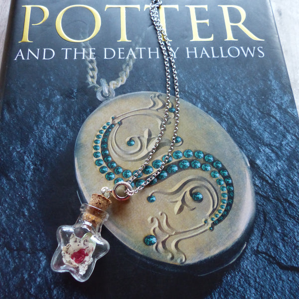Deathly Hallows book daisy necklace red star