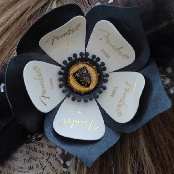 Guitar plectrum black and white dual clip flower
