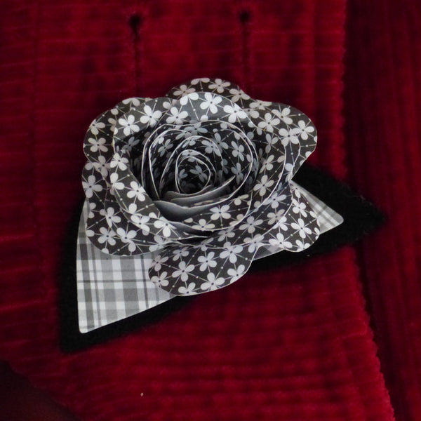 Paper rose black and white Boutonnière