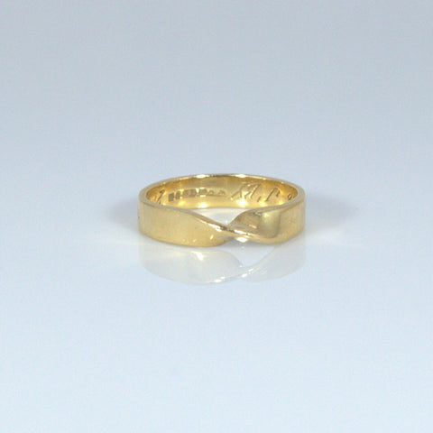 Unusual Twist 18ct Gold Band/Ring