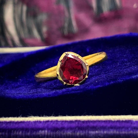 18ct gold Garnet Ring