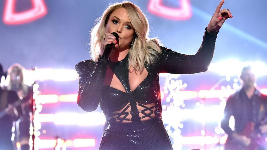 Miranda Lambert Shaded Blake Shelton Right in Front of His Face at the ACM Awards