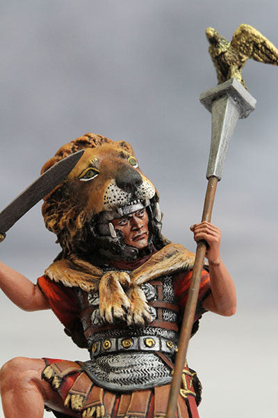 YZ54003 - Roman Aquilifer with Lion Felt (The 1st Century A.D.) from YZCaesar - Piers Christian Toy Soldiers - 4