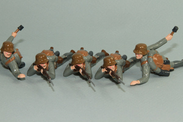 WW91E - Austrian Infantry 1916-18 - prone, firing. From Regal Soldiers of the World series - Piers Christian Toy Soldiers - 1