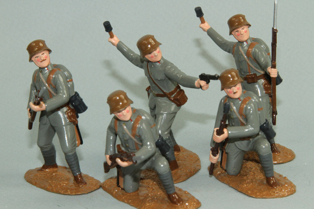 WW91D - WWI Austrian Infantry attacking. Made by Regal Toy Soldiers - Piers Christian Toy Soldiers - 1