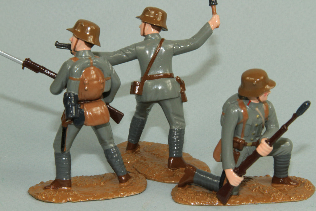 WW91D - WWI Austrian Infantry attacking. Made by Regal Toy Soldiers - Piers Christian Toy Soldiers - 2