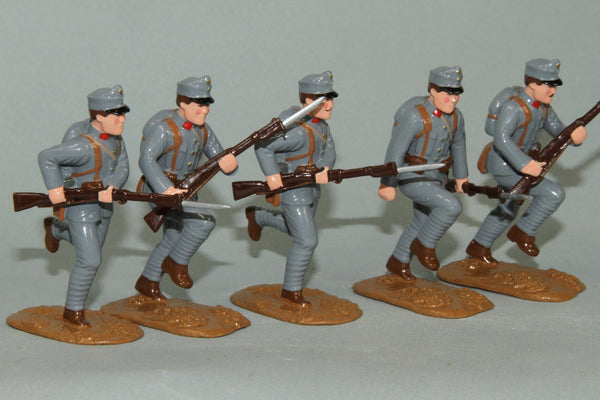 WW90B - Charging Austrian Infantry of 1915-16 wearing field Caps from Regal Toy Soldiers - Piers Christian Toy Soldiers - 1