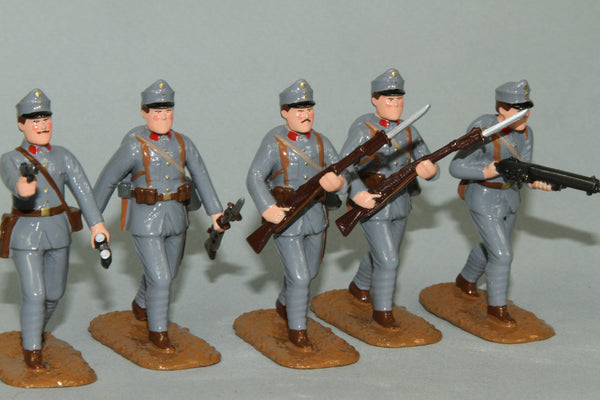 WW90C - Austrian Infantry 1915-16. Advancing Officer and troops from Regal Toy Soldiers - Piers Christian Toy Soldiers - 1