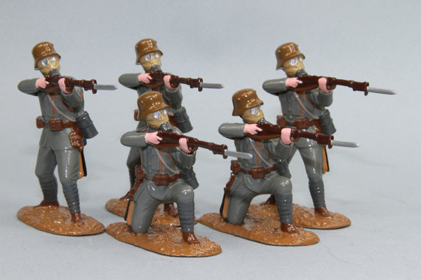 WW92A - Austrian Infantry in Helmet and Gas mask from Regal Toy Soldiers - Piers Christian Toy Soldiers - 1